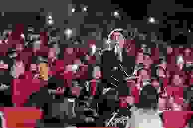 Văn Mai Hương thổi bùng đêm nhạc kỉ niệm của học sinh Chuyên Sư phạm