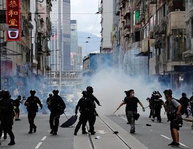 Cảnh sát Hong Kong ập lên máy bay sắp cất cánh để bắt nghi phạm biểu tình