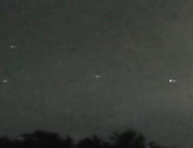 """""""Quân đoàn UFO"""" bí ẩn xuất hiện trên bầu trời nước Mỹ"""