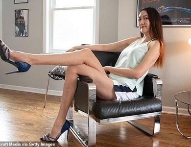 """Cô gái Mông Cổ có đôi chân dài thuộc """"hàng khủng"""" nhất thế giới"""