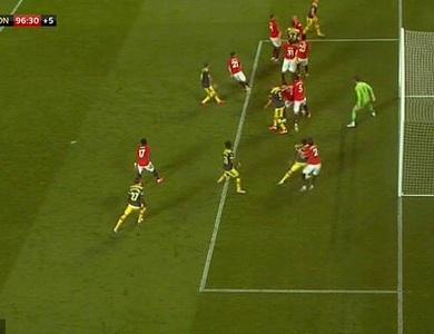 Đội trưởng Man Utd theo kèm đồng đội ở bàn thua định mệnh trước Southampton