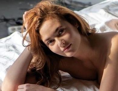 Nữ công chức bị đuổi việc vì chụp ảnh khỏa thân