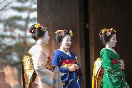Trải nghiệm mặc kimono, trang điểm như một maiko thứ thiệt