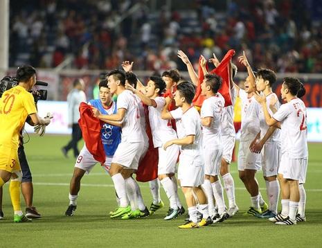 HLV Kiatisuk đánh giá sai tốc độ vươn lên của các đội tuyển Việt Nam