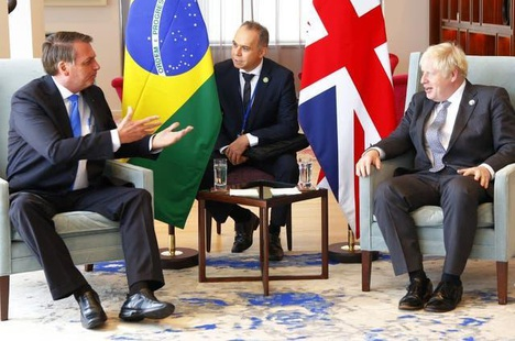 """Thủ tướng Anh """"giục"""" Tổng thống Brazil tiêm vắc xin Covid-19"""