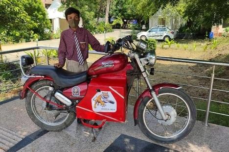 Cậu bé 15 tuổi tự chế xe máy điện trong 3 ngày