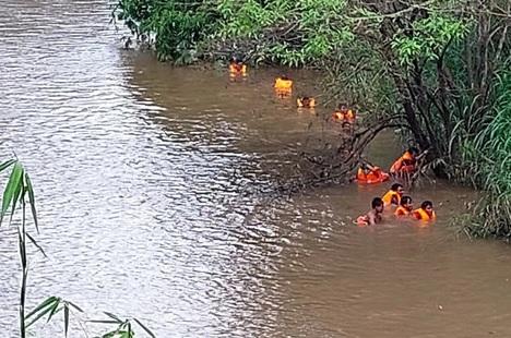 Vụ 3 cha con bị nước cuốn: Tìm thấy nạn nhân cuối cùng