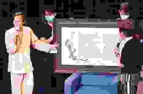 Nghệ sĩ Hoài Linh làm thơ đấu giá được 700 triệu cho Quảng Nam - Đà Nẵng