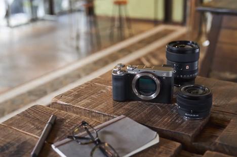 Sony ra mắt máy ảnh full-frame nhỏ gọn nhất thế giới
