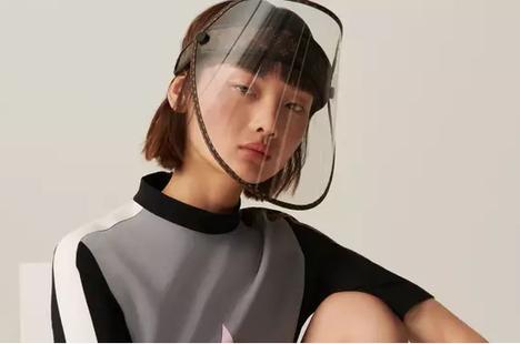 Hãng thời trang xa xỉ trình làng mặt nạ chống giọt bắn trị giá hơn 900 USD