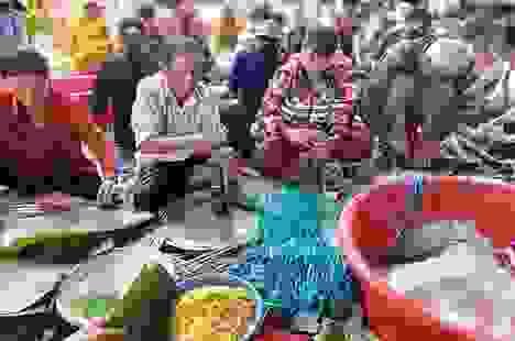 Gần 200 người dân Đắk Lắk chung tay gói bánh tét ủng hộ đồng bào miền Trung