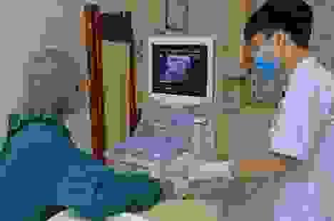 Mắc bướu cổ, người đàn ông Hà Nội 3 năm hút dịch 30 lần