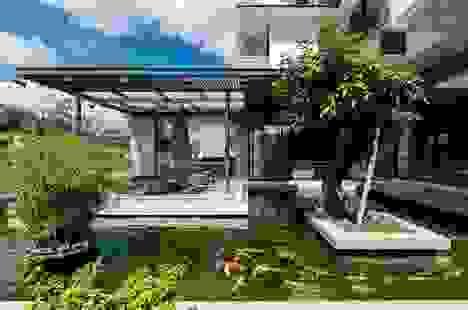 Choáng ngợp với những biệt thự Việt sở hữu bể cá Koi tiền tỷ