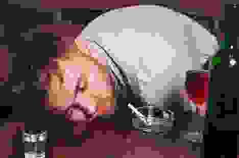 Du khách khỏa thân, say xỉn và đập phá phòng nghỉ