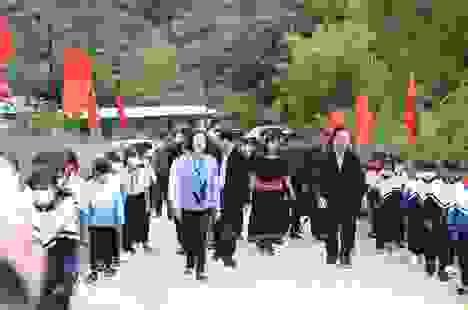 Trưởng ban Dân vận Trung ương, Bộ trưởng Bộ GD&ĐT thăm các trường ở Kon Tum