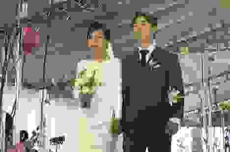 Viên Minh nắm tay Công Phượng hạnh phúc ra mắt họ nhà chồng