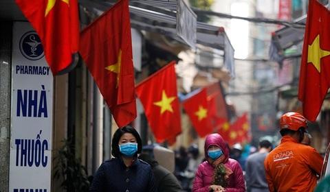 """Y tế Việt Nam có """"vỡ trận"""" khi số ca nhiễm Covid-19 tăng vọt?"""