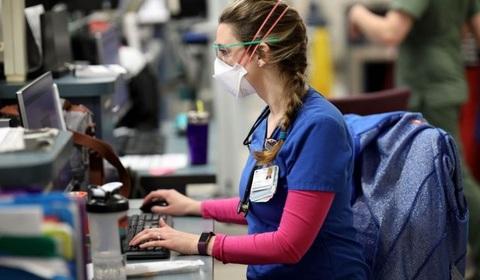 Không được xét nghiệm, y tá Mỹ thành nguồn lây Covid-19 tiềm ẩn