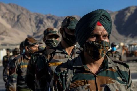 Lính Trung Quốc và Ấn Độ bắn hàng trăm phát súng cảnh cáo nhau