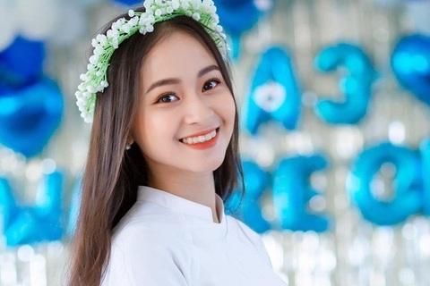 """Nữ sinh Quảng Bình xinh xắn, hát dân ca """"ngọt như mía lùi"""""""