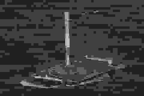 Tên lửa SpaceX lần đầu hạ cánh thành công trên biển