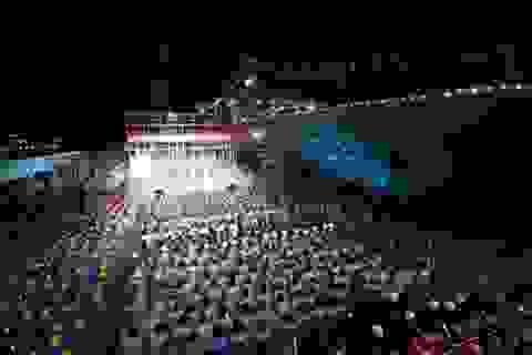 Trung Quốc ngang nhiên đưa tàu đổ bộ và văn công ra đá Chữ Thập