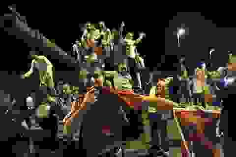 Trực thăng quân sự nã đạn về phía người biểu tình chống đảo chính