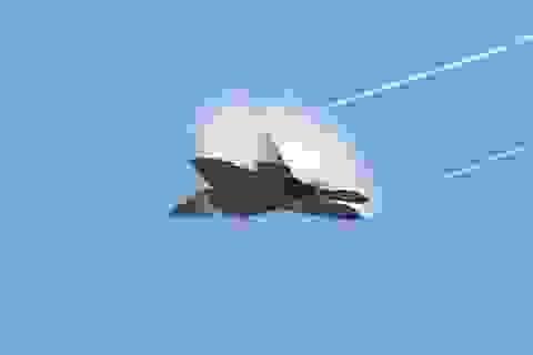 """Boeing công bố loạt """"ảnh mật"""" về máy bay do thám đầu tiên"""