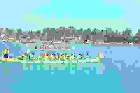 """Vùng biển Quảng Ngãi nhộn nhịp đua thuyền """"tứ linh"""""""