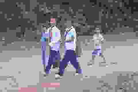 Bị cắt tiền hỗ trợ, học sinh dân tộc có nguy cơ nhịn đói đi học