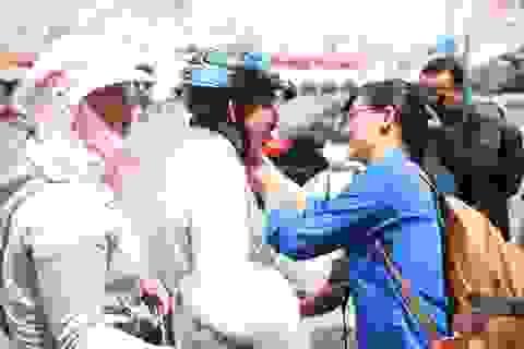 Đổi hàng nghìn mũ bảo hiểm đạt chuẩn cho tài xế xe ôm Hà Nội