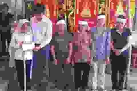 Bố quyên sinh, bé Thảo Vân lại chồng chất gánh nặng gia đình