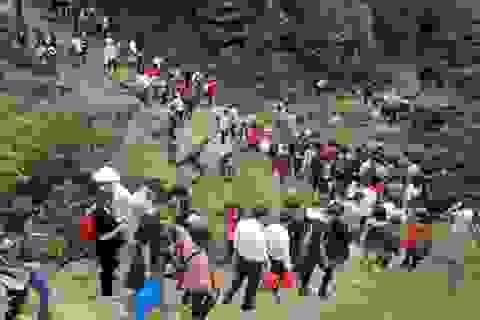 Đi chơi chùa Hương Tích, một thanh niên ngã tử vong