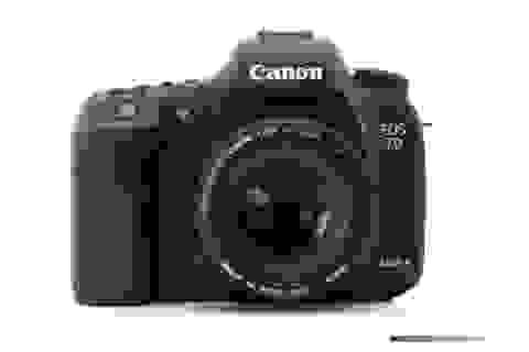 Máy ảnh Canon EOS 7D Mark II hút khách tại Việt Nam