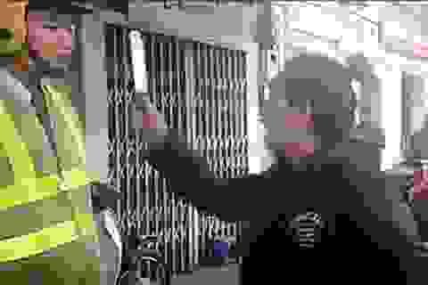 """Tướng Chung nói gì về vụ """"múa dao"""" trước mặt CSGT?"""
