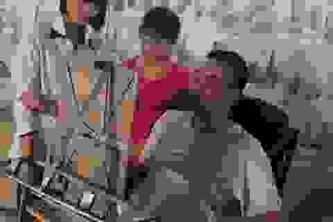 Người thầy ngồi xe lăn chắp cánh cho hàng trăm học trò đỗ đại học