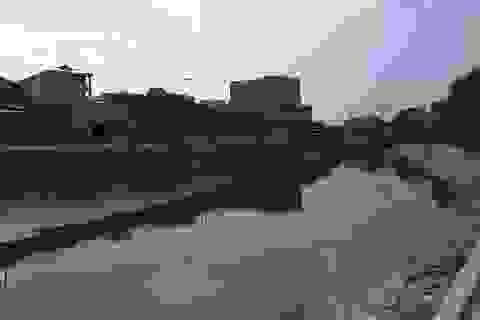 """Ám ảnh những dòng sông """"khắc khoải chờ chết"""" của Hà Nội"""