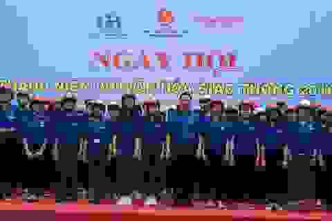 Tặng 1.000 mũ bảo hiểm cho Đoàn viên thanh niên tỉnh Bình Dương