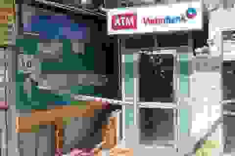 Băng trộm dùng ô tô phá trụ ATM