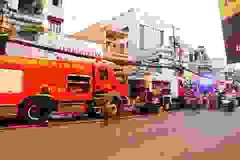 Cháy nhà trong hẻm, cả khu phố hốt hoảng