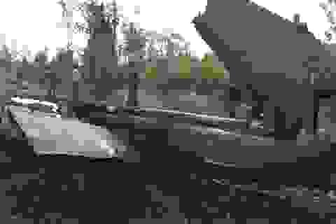 Tiếp cận các mảnh vỡ chiếc trực thăng quân sự rơi ở TPHCM