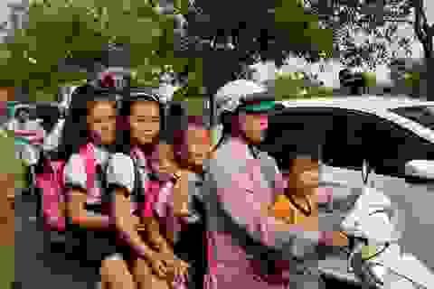 Nhiều phụ huynh tìm cách đối phó với cảnh sát giao thông