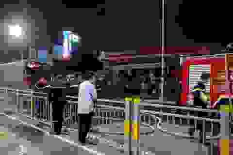 Ki ốt gần cây xăng bốc cháy, cả khu dân cư náo loạn