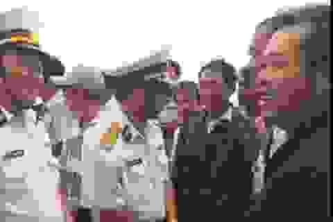 32 ngư dân vui sướng khi được trở về bờ an toàn