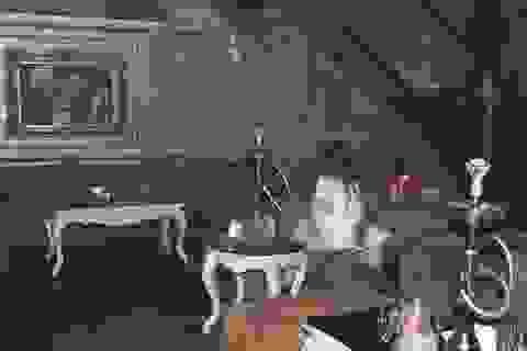 """""""Đột kích"""" quán cà phê hoạt động như bar trá hình"""