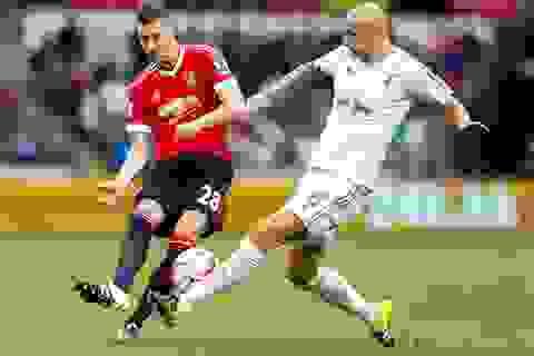 """Swansea 2-1 Man Utd: """"Quỷ đỏ"""" lại ngã dập mặt"""