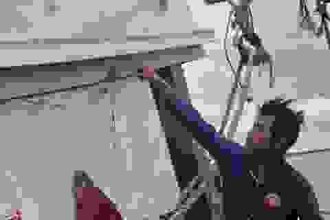 Ngư dân hãi hùng kể cảnh tàu lạ xả 5 thùng đạn vào 6 tàu Việt Nam