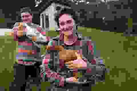 Cặp vợ chồng Úc trải nghiệm cuộc sống không tiền