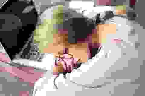 """""""Hotgirl ngủ gục xinh như Tây Thi"""" nói được 5 thứ tiếng"""