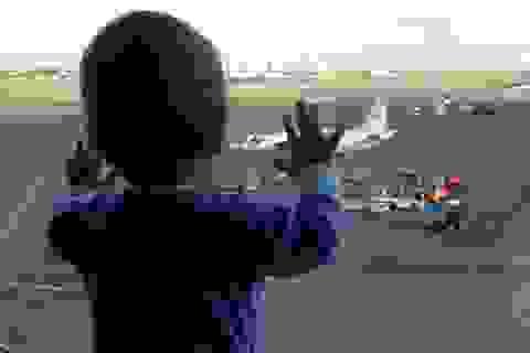 Bé 10 tháng tuổi trở thành biểu tượng đau thương của tai nạn máy bay Nga